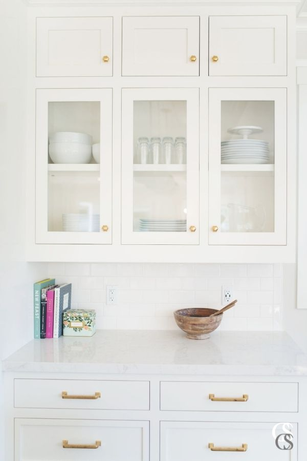 Shaker style cabinets are a popular choice for some of the best custom kitchen cabinets today. The doors feature a simple and flat rectangular profile, usually paired with a flat center panel, achieving a simple, but timeless look.