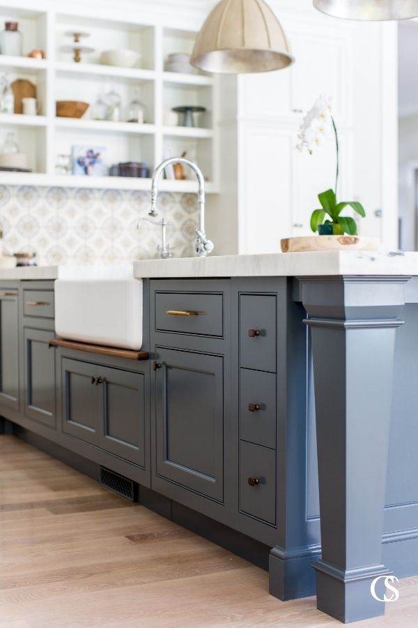 Kitchen design is all about balancing details! These white custom kitchen cabinets and airy open kitchen shelves easily balance the weight of this statement blue kitchen island.