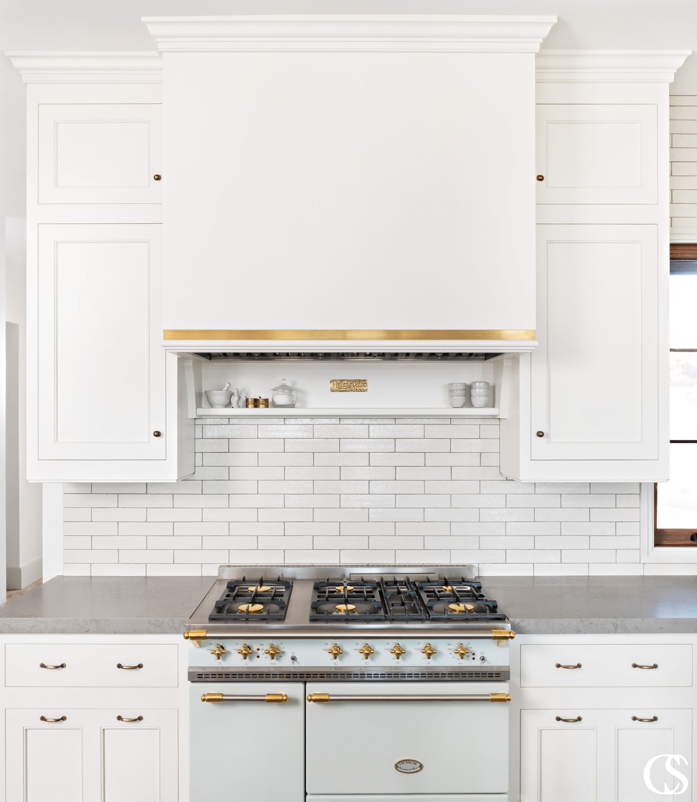 Adding a custom range hood ensures that the entirety of your kitchen is perfectly tied together. Custom kitchen cabinets don't end with drawers and cupboards!