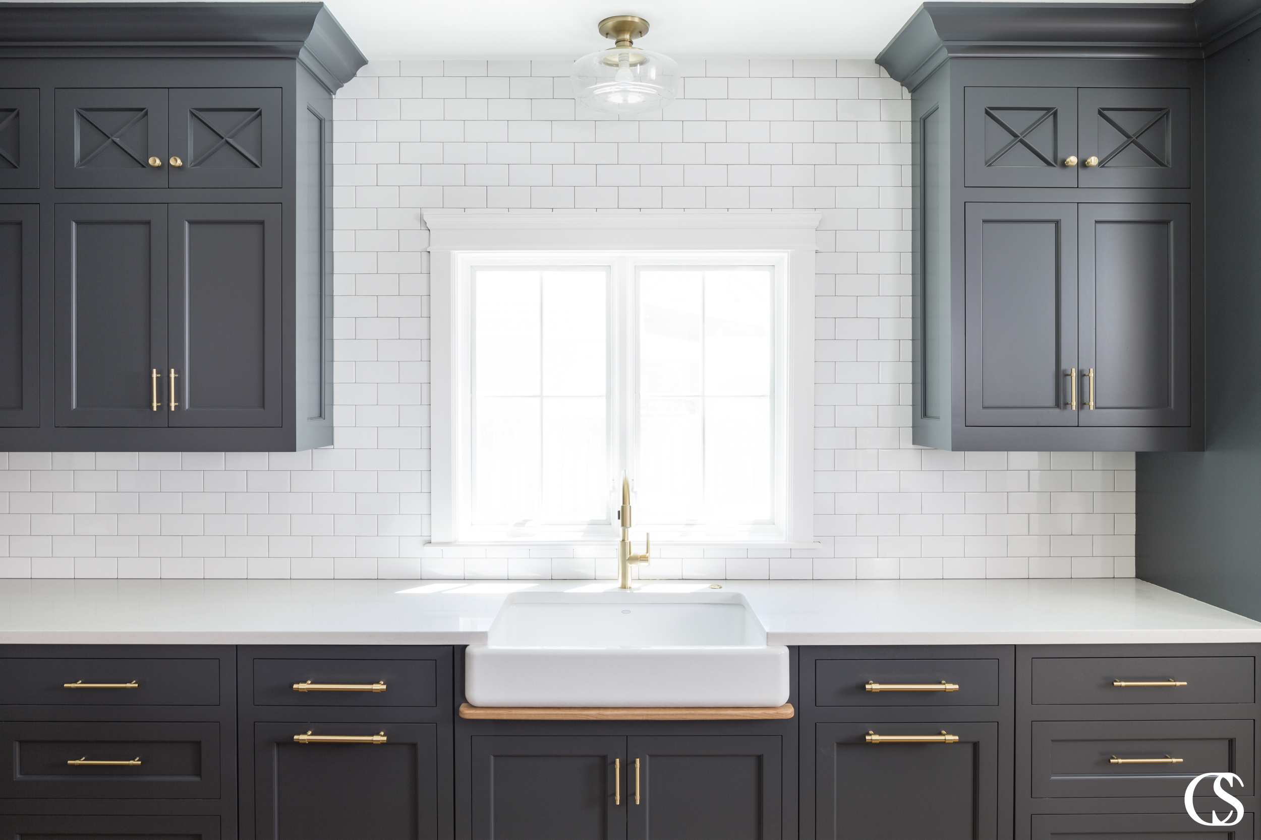 What does it take to create beautiful custom kitchen cabinets? For this kitchen the quality of the construction is added to by an incredible soft black and gorgeous brass hardware.