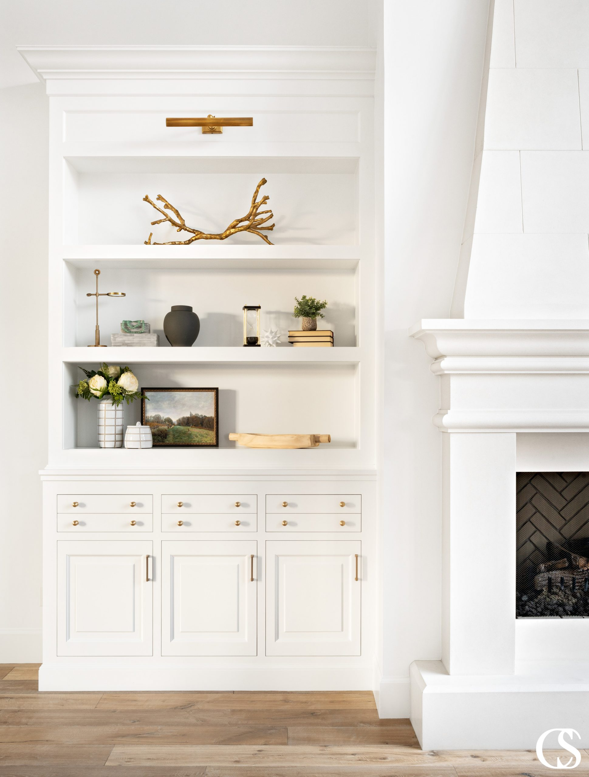 What do you plan on storing in your home's custom built-in cabinets? Without question, the best custom cabinets provide exactly what YOU need.