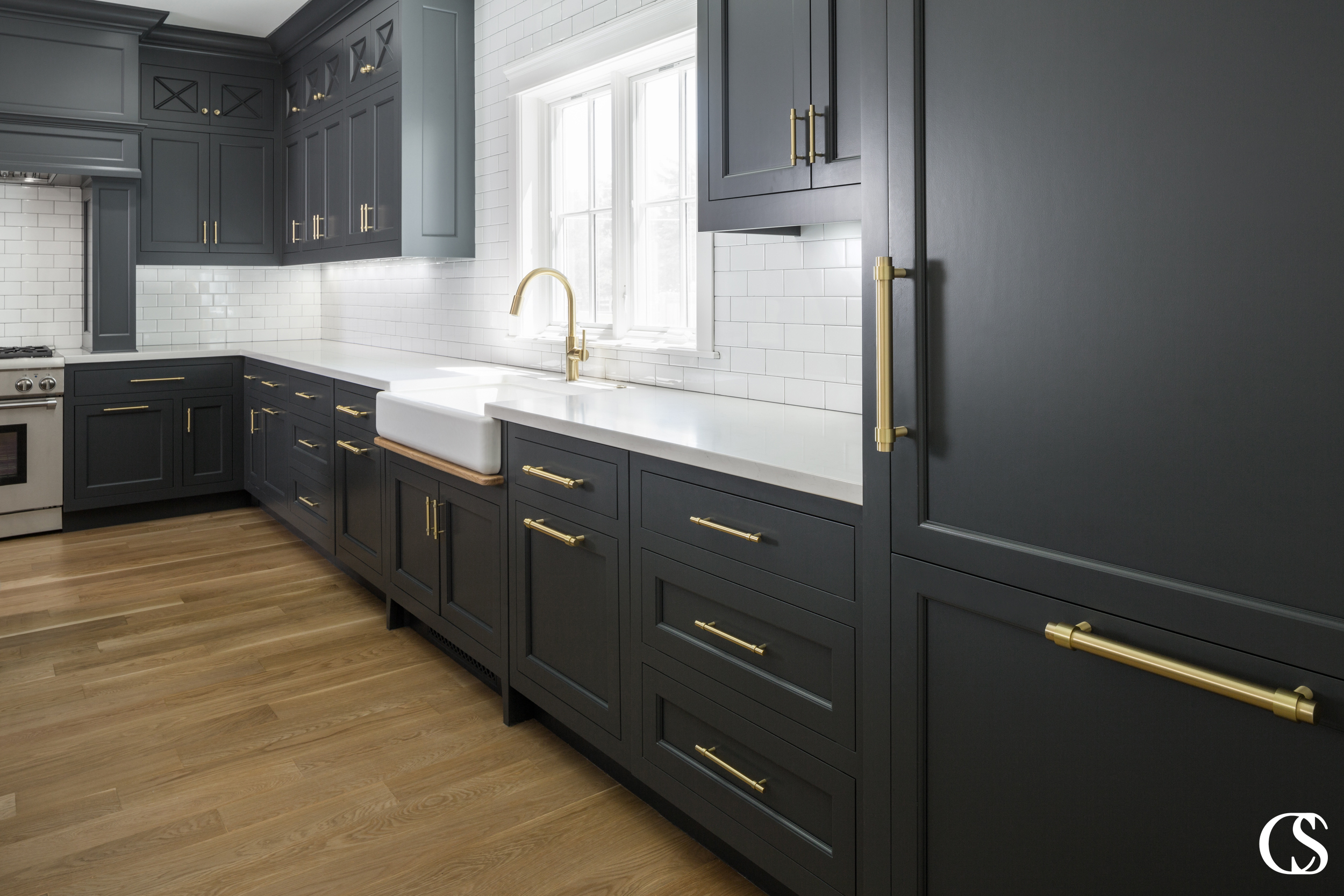 Before you choose black for your custom kitchen cabinets, think—does it fit? Black can be a moody and fun surprise but it has to make sense in YOUR home.