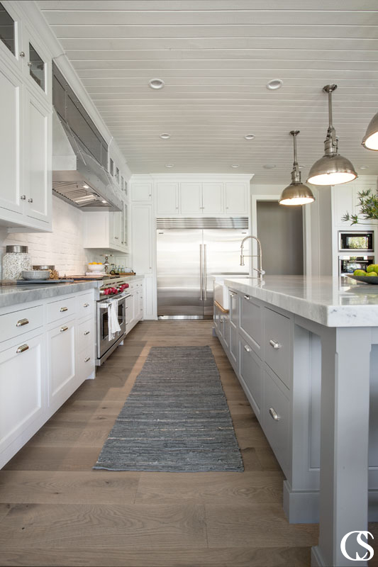 The best custom kitchen cabinets are meticulously designed and flawlessly executed. Find out how Christopher Scott Cabinetry can make your custom dreams come true.