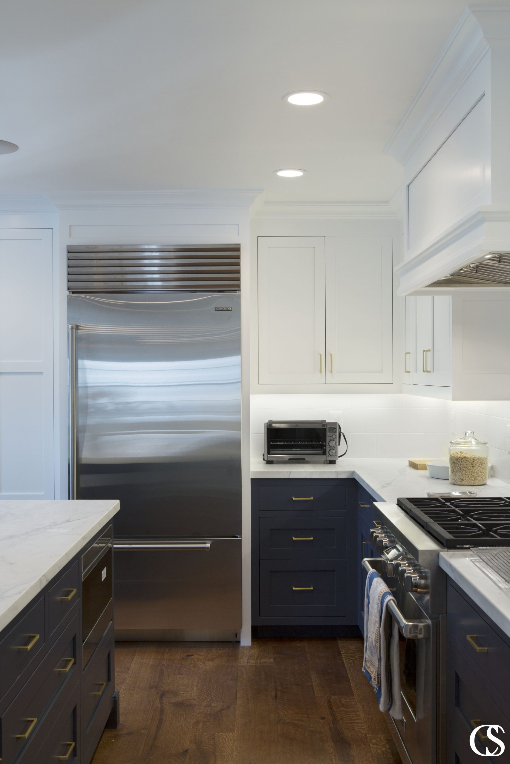 Nothing says unique custom kitchen cabinets like a beautiful deep shade of navy!