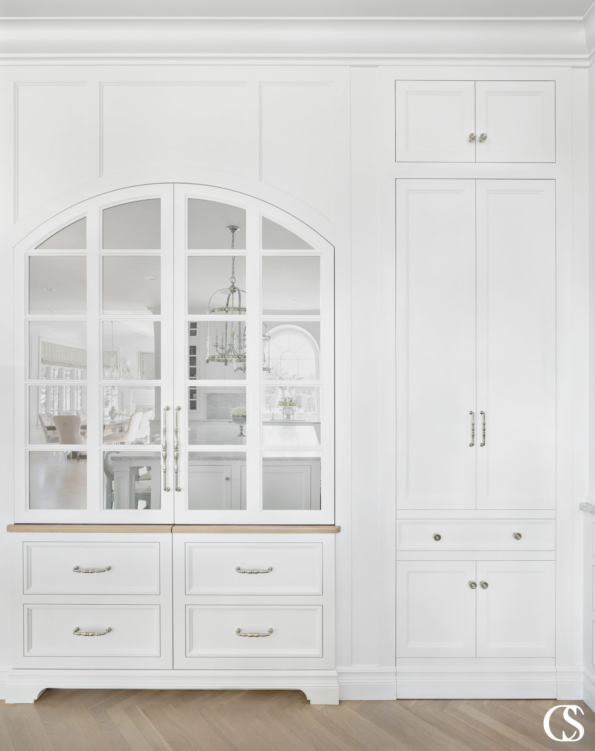Love the look of a kitchen hutch but actually want built in custom cabinets in your kitchen? Yeah, we've got you covered.