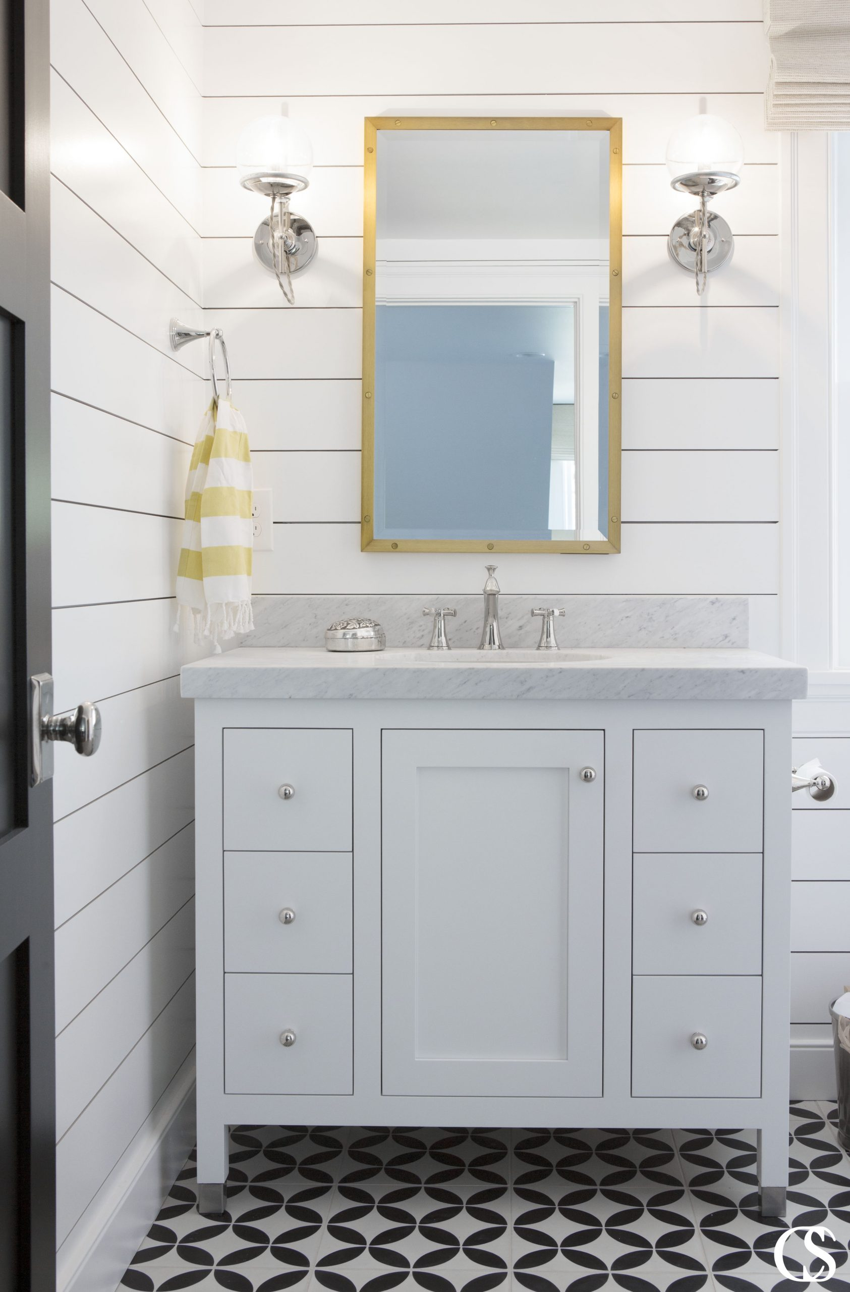 Hello versatility! The clean and simple look of this soft blue cabinet for the bathroom somehow draws the eye and also plays the part of solid foundation for other design elements to build on. It also makes it easy to redesign your bathroom simply by switching out towels and other accessories.
