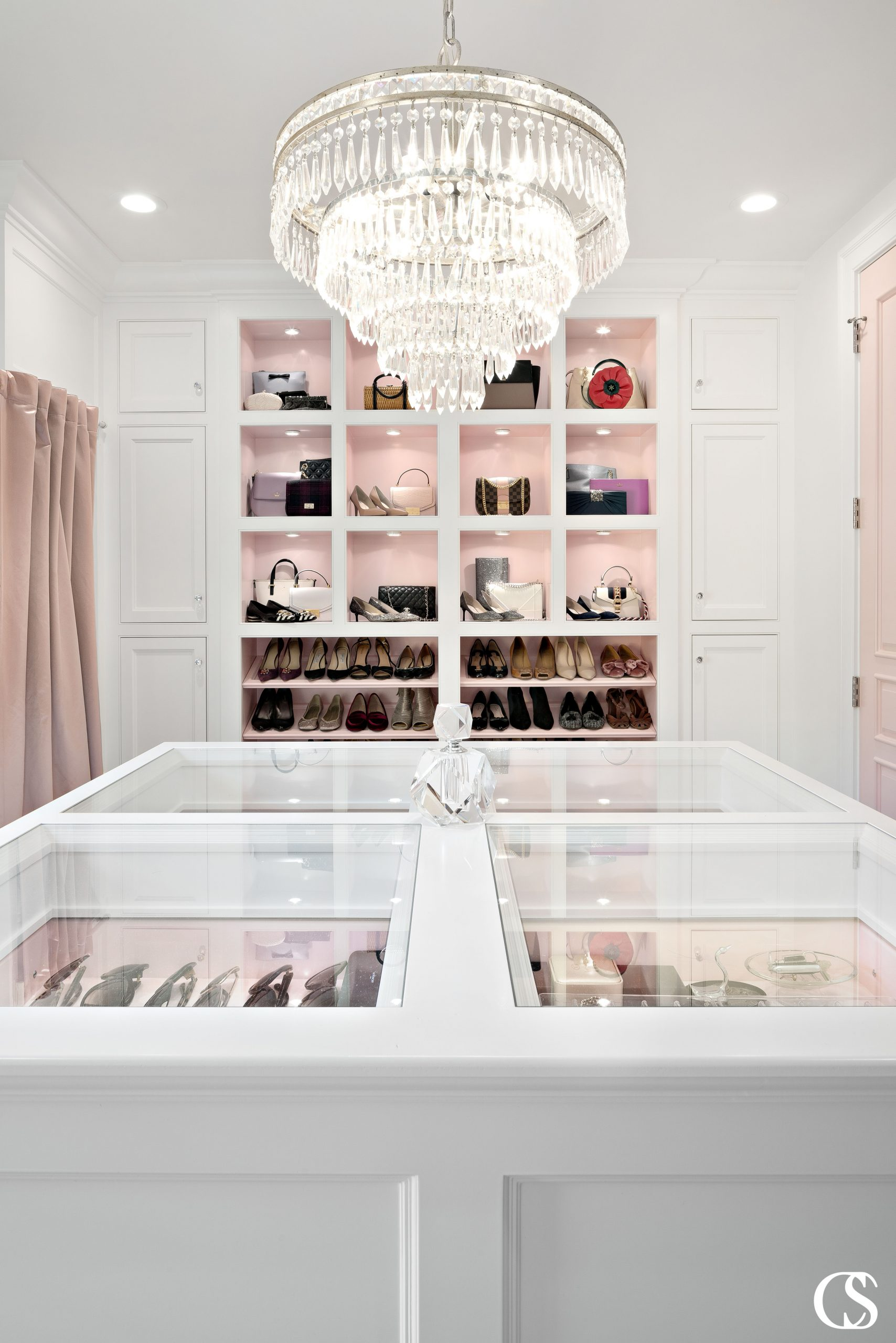 Custom closet cabinets give you the chance to display all your shoes, purses, and other accessories in a perfectly organized and beautiful way.