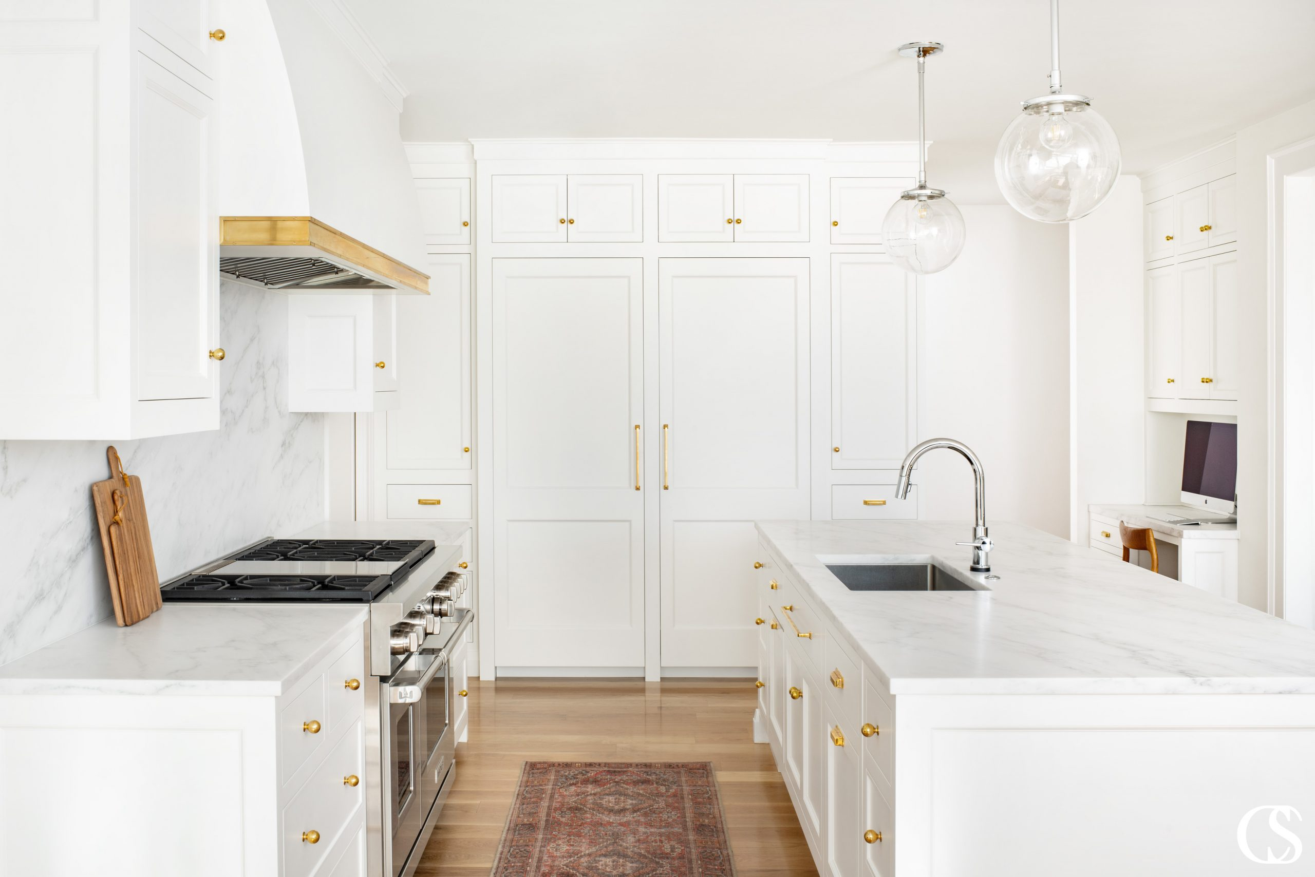 The best custom kitchen design ideas will incorporate two things—style design and layout design. And what that means for each homeowner will be completely unique.