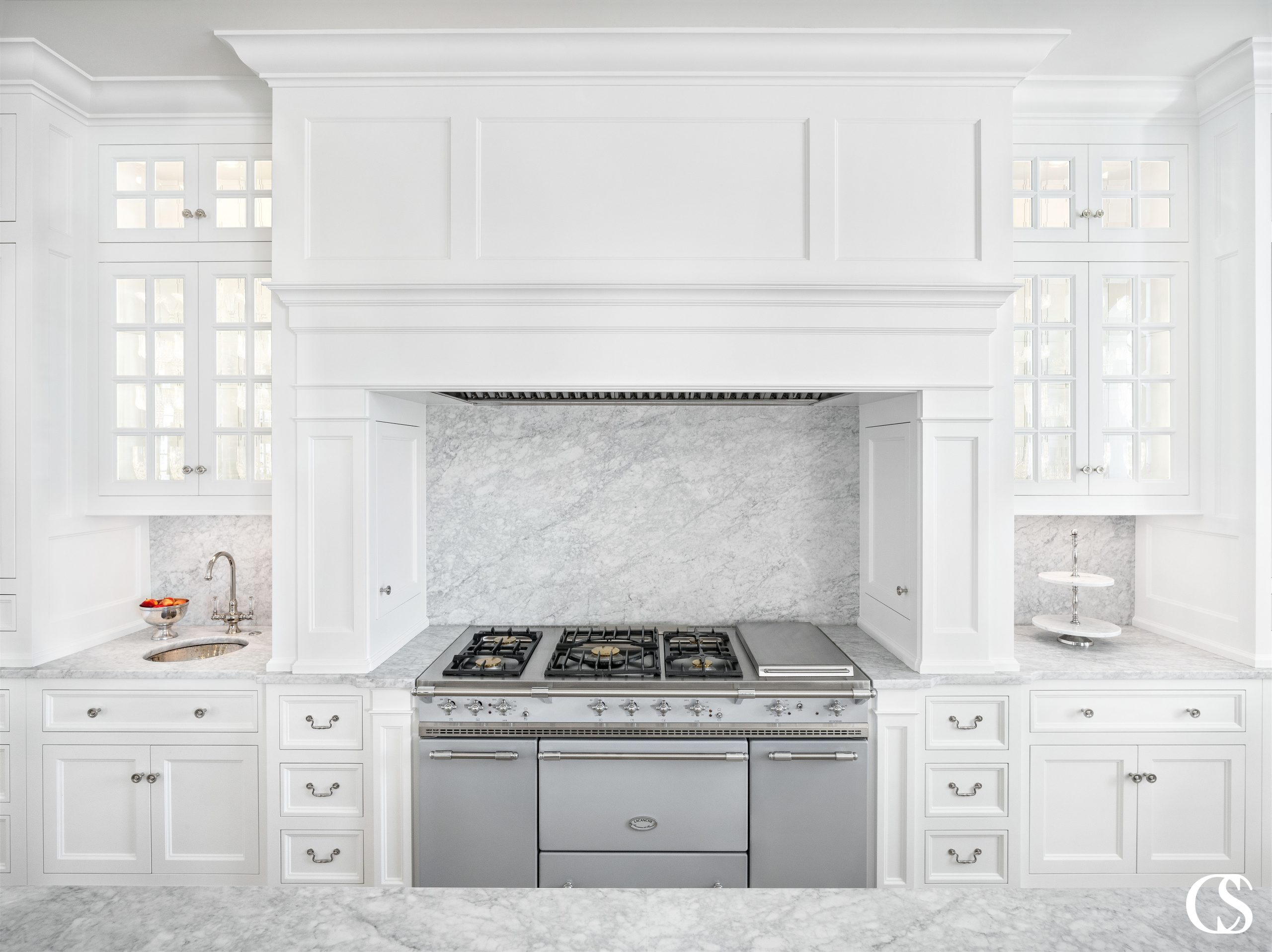 No two custom kitchen designs are alike. Hiring the best cabinet designer ensures you'll be able to eek every ounce of functionality AND personality out of your new kitchen.