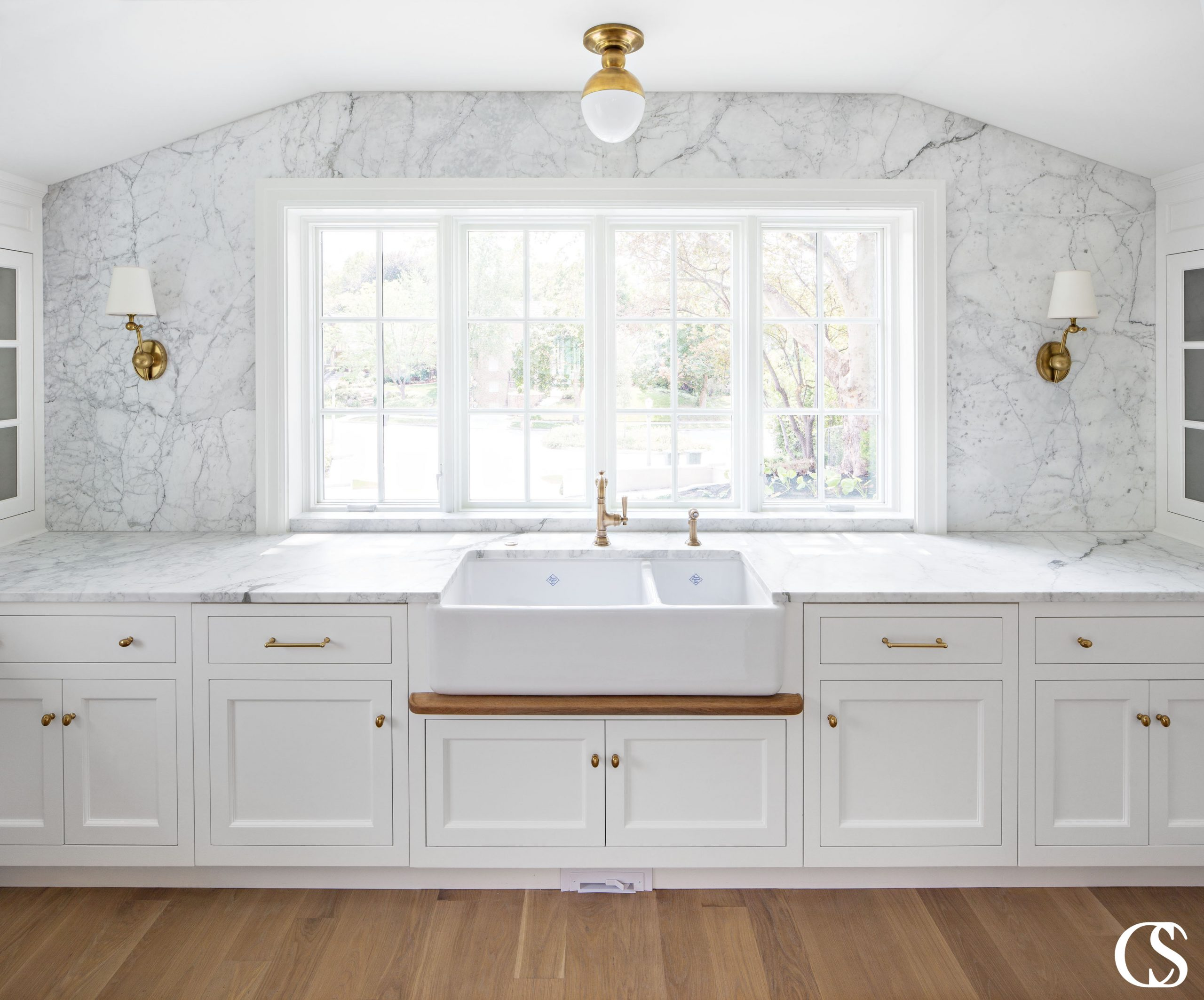 These custom white kitchen cabinets use beautiful inset drawers and doors. Inset cabinets create a traditional but timeless and high end look.
