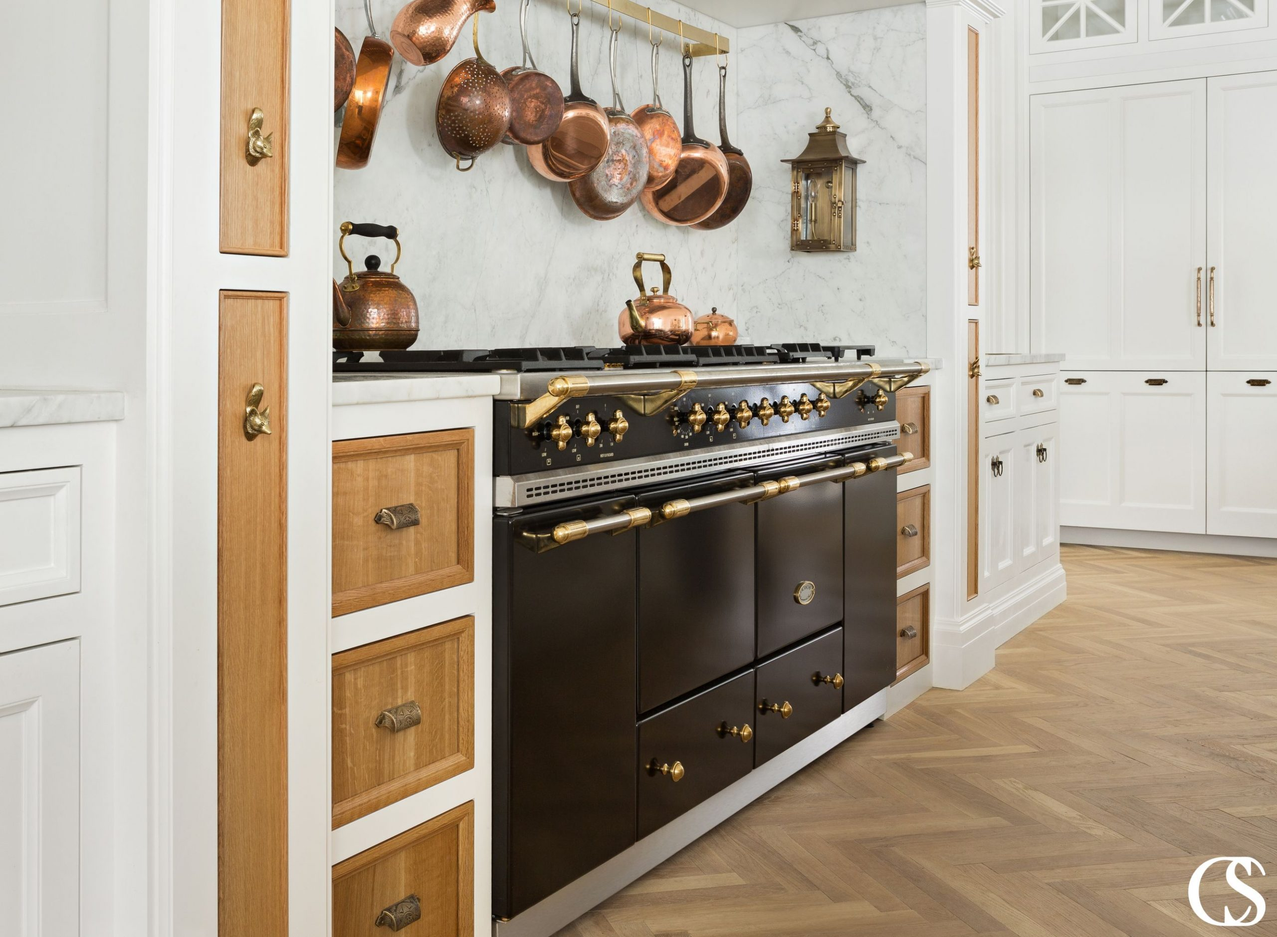 What makes the best custom kitchen cabinetry design? Is it material? Color? Hardware? We know it's a combination of all those things combined in the overall thoughtful design that will create usable workspace, storage, as well as beauty in your kitchen.