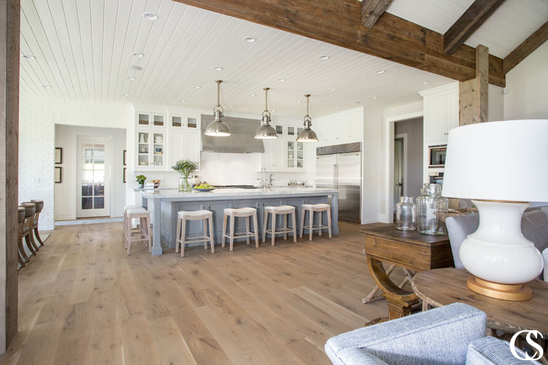 Spending time in the kitchen should be about more than just preparing food and checking a menial task off a never-ending to-do list. The best custom cabinets for your kitchen will help you do that.