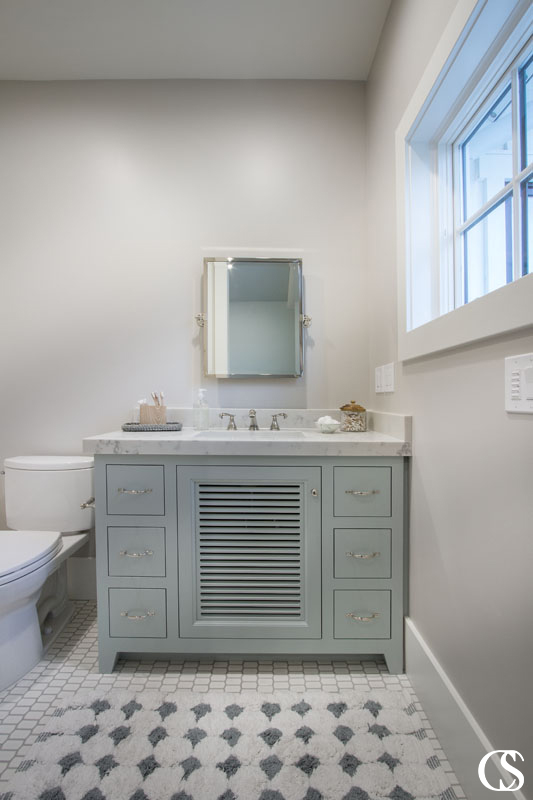 Cabinetry is one of the most important elements in your bathroom, so it's important that you choose wisely. Check out some of our best tips you can use in your search for high-quality design, style, and color ideas to suit even a spare custom bathroom cabinet.
