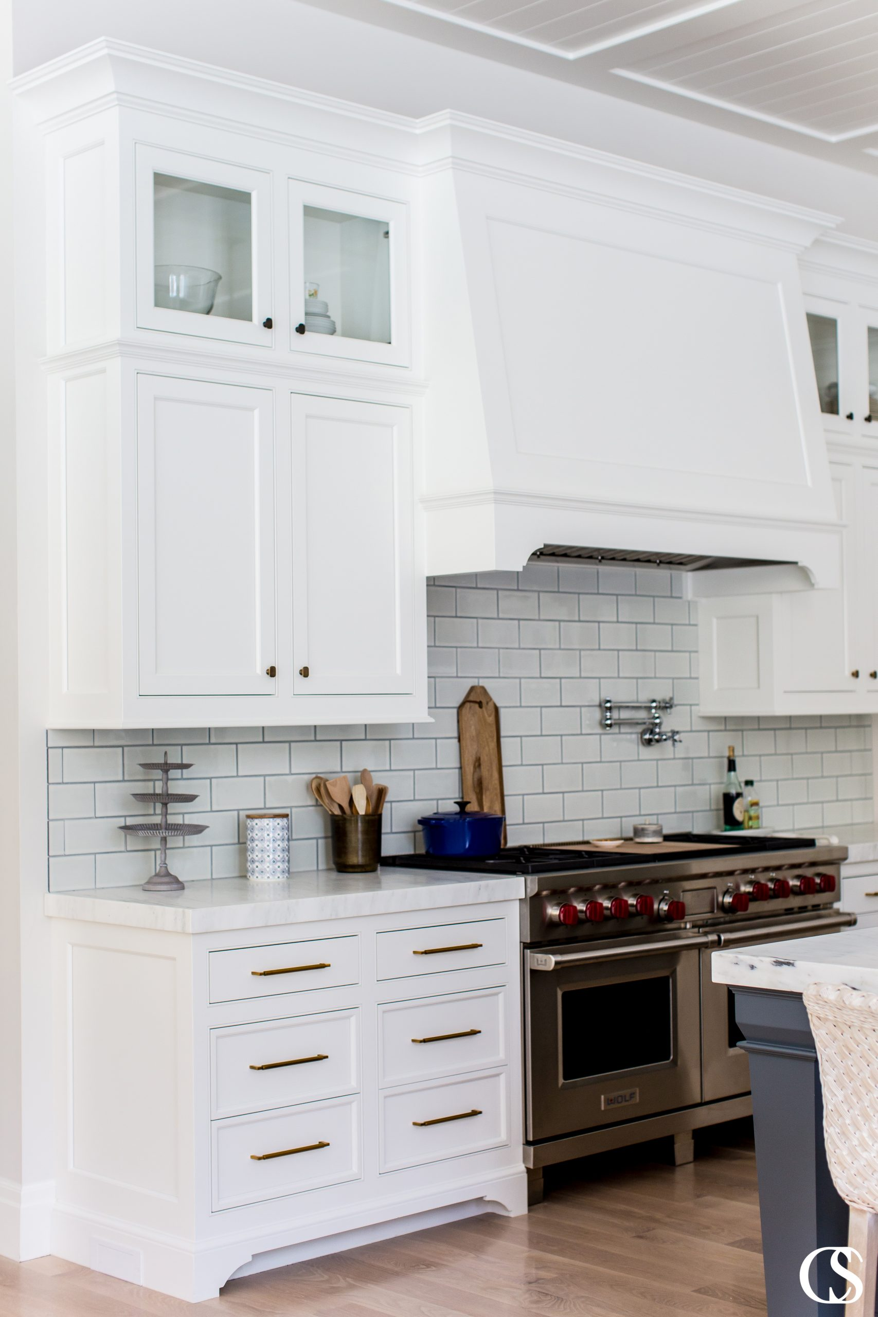 The best custom kitchen cabinet design ideas are those that have flawless functionality and look beautiful simultaneously.
