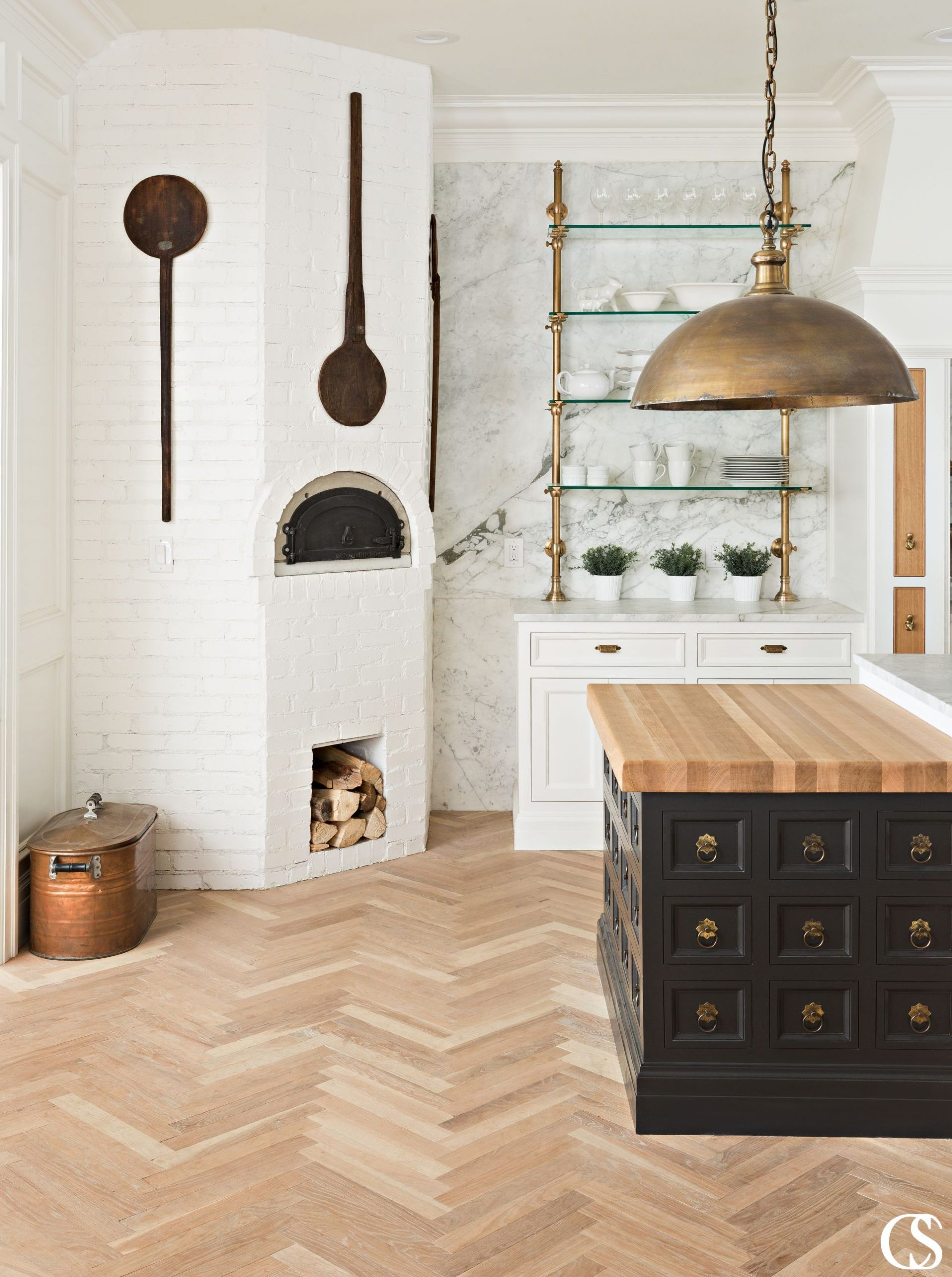 Unique kitchen cabinet designs are all as unique as their homeowners. Want airy, glass open shelving? How about a touch of heat from your own brick pizza oven? Add in warm copper hardware to your black kitchen island and you've got yourself a truly unique and incredibly usable kitchen.