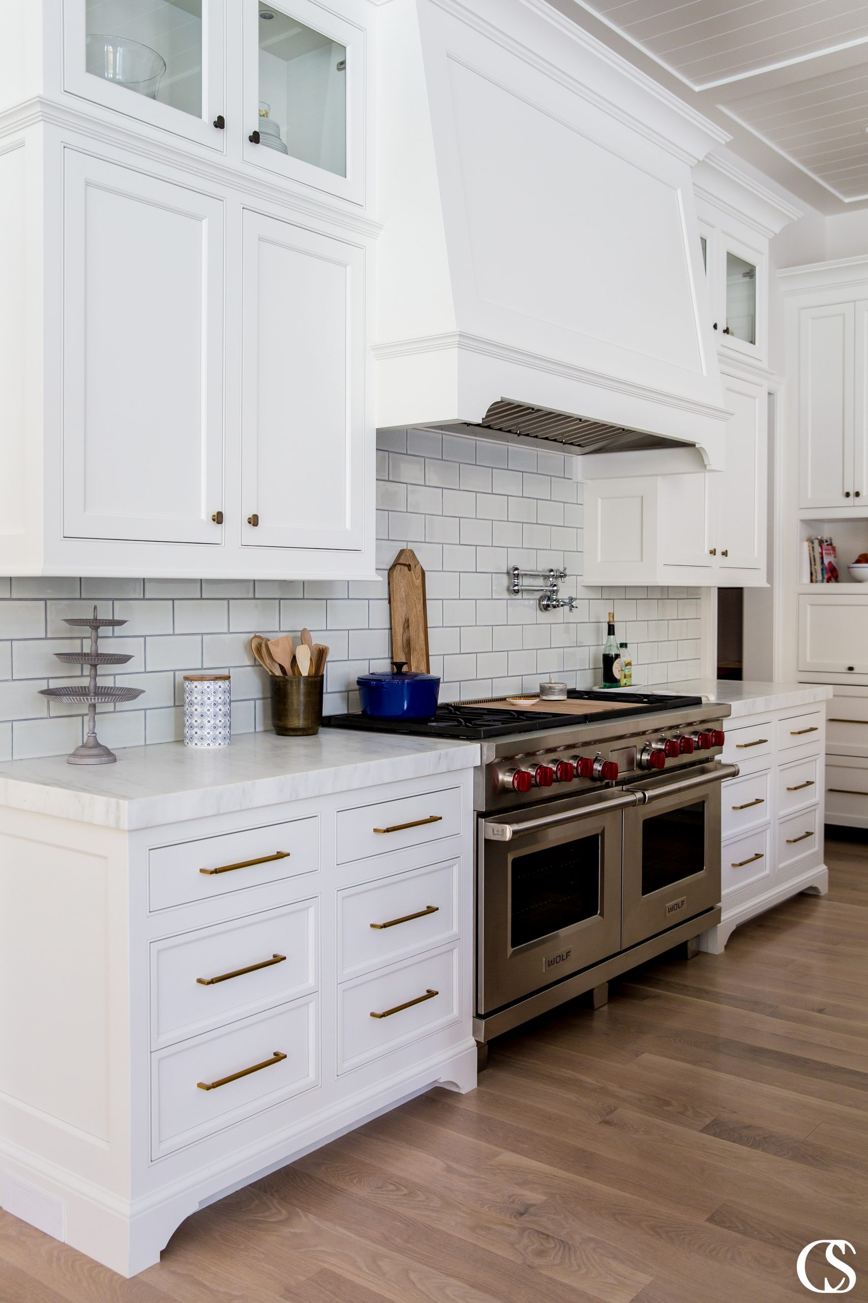 The best unique custom kitchen cabinets are those that have flawless functionality and look beautiful simultaneously.